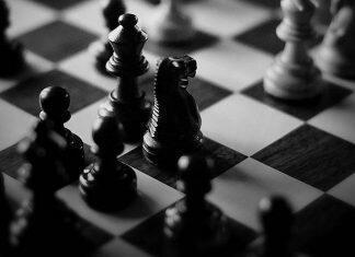 black-and-white-chess-games-l